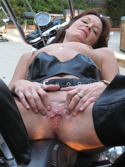 Strong girls fuck skinny guys with strapon